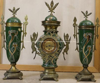 Krbová souprava - Hodiny a dvě dekorativní vázy